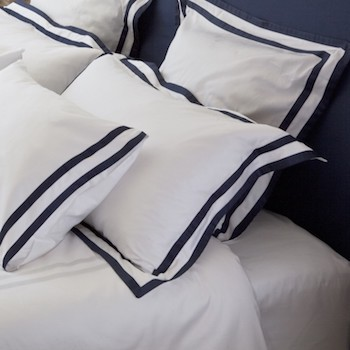 Standard oxford pillowcase white & navy Formentera